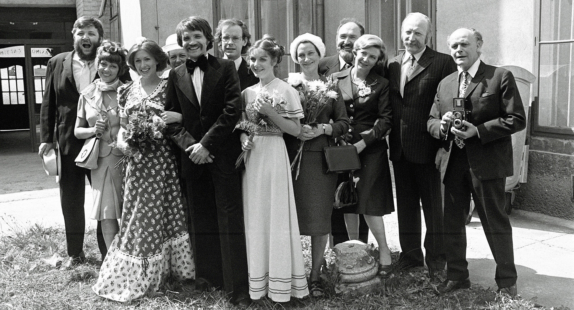 Kurti (Götz Kauffmann), Fini (Dolores Schmiedinger), Irmi (Liliana Nelska), Frau Vejvoda (Julia Gschnitzer), Karli (Klaus Rott), Franzi (Alexander Wächter), Hanni (Erika Deutinger), Toni (Ingrid Buckhard), Martha Werner (Ilse Hanel), Herr Werner (Joromi