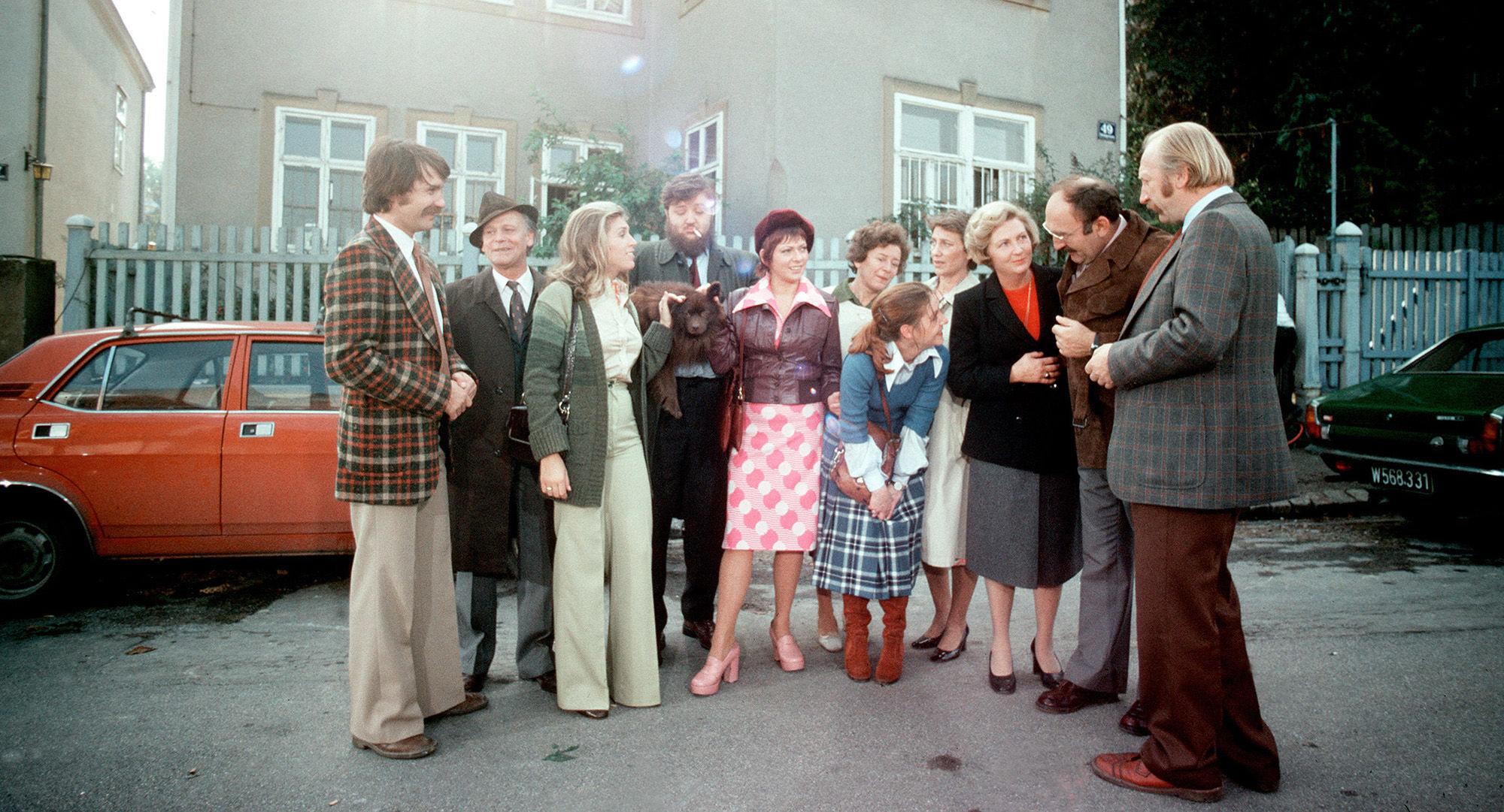 Karli (Klaus Rott), Schani Onkel (Rudi Schippel), Irmi (Liliana Nelska), Kurti (Götz Kauffmann), Fini (Dolores Schmiedinger), Frau Vejvoda (Julia Gschnitzer), Hanni (Erika Deutinger), Toni (Ingrid Buckhard), Martha Werner (Ilse Hanel), Herr Werner (Jorom