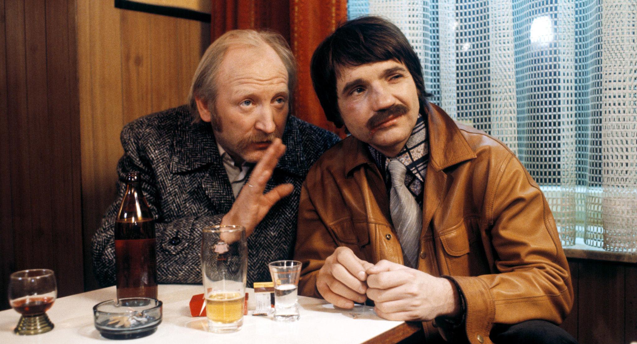 Edmund -Mundl- Sackbauer (Karl Merkatz), Karli (Klaus Rott)