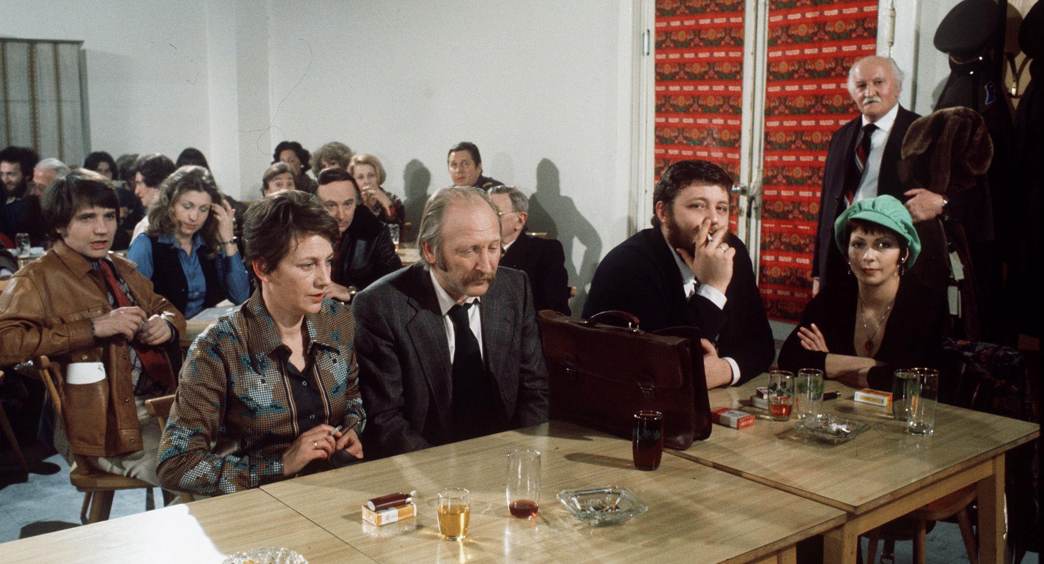 Karli (Klaus Rott), Irmi (Liliana Nelska), Toni (Ingrid Burkhard), Mundl (Karl Merkatz), Kurti (Götz Kauffmann), Fini (Dolores Schmiedinger)
