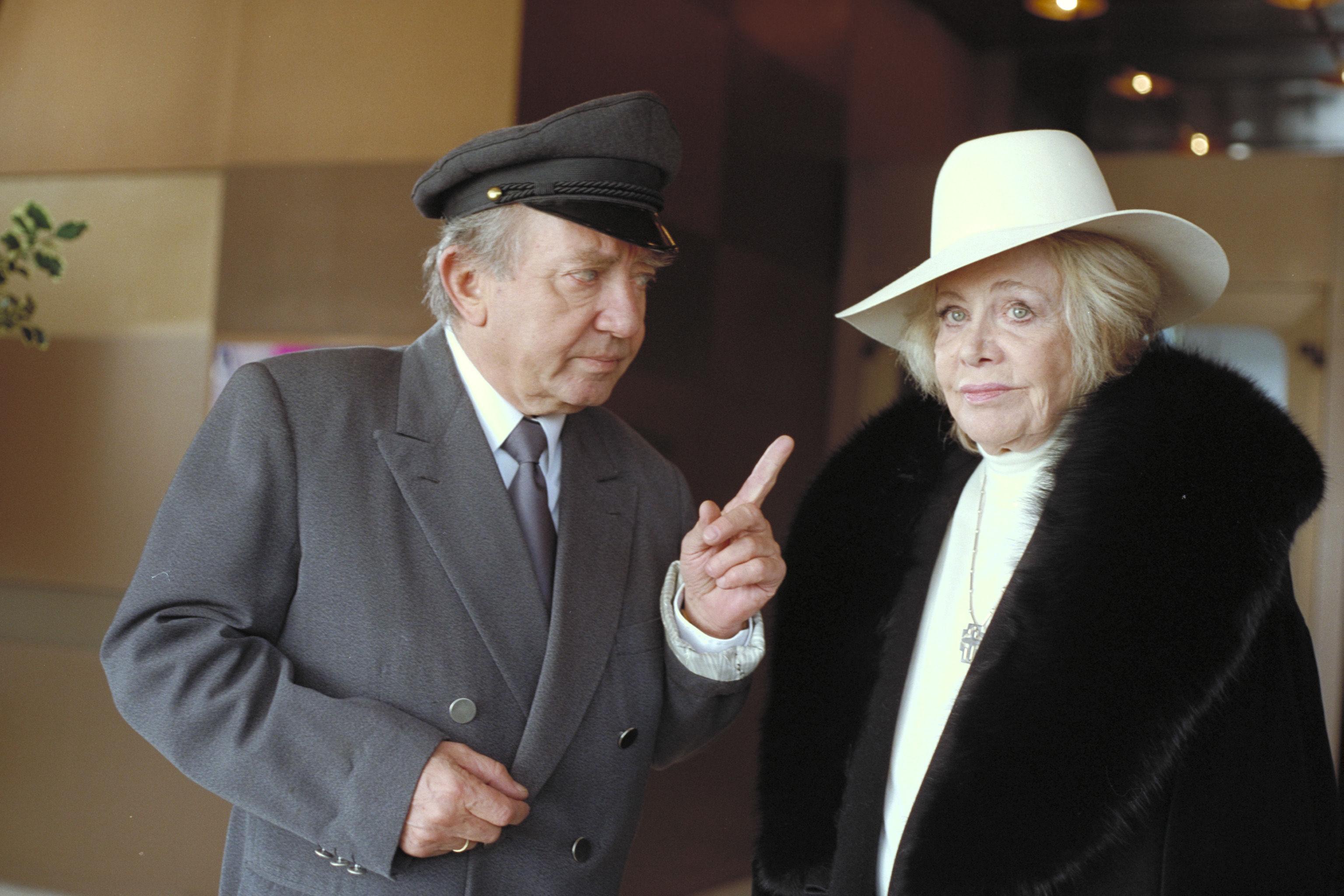 Hans Clarin (Hennys Vater), Hildegard Knef (Tante Marlene)