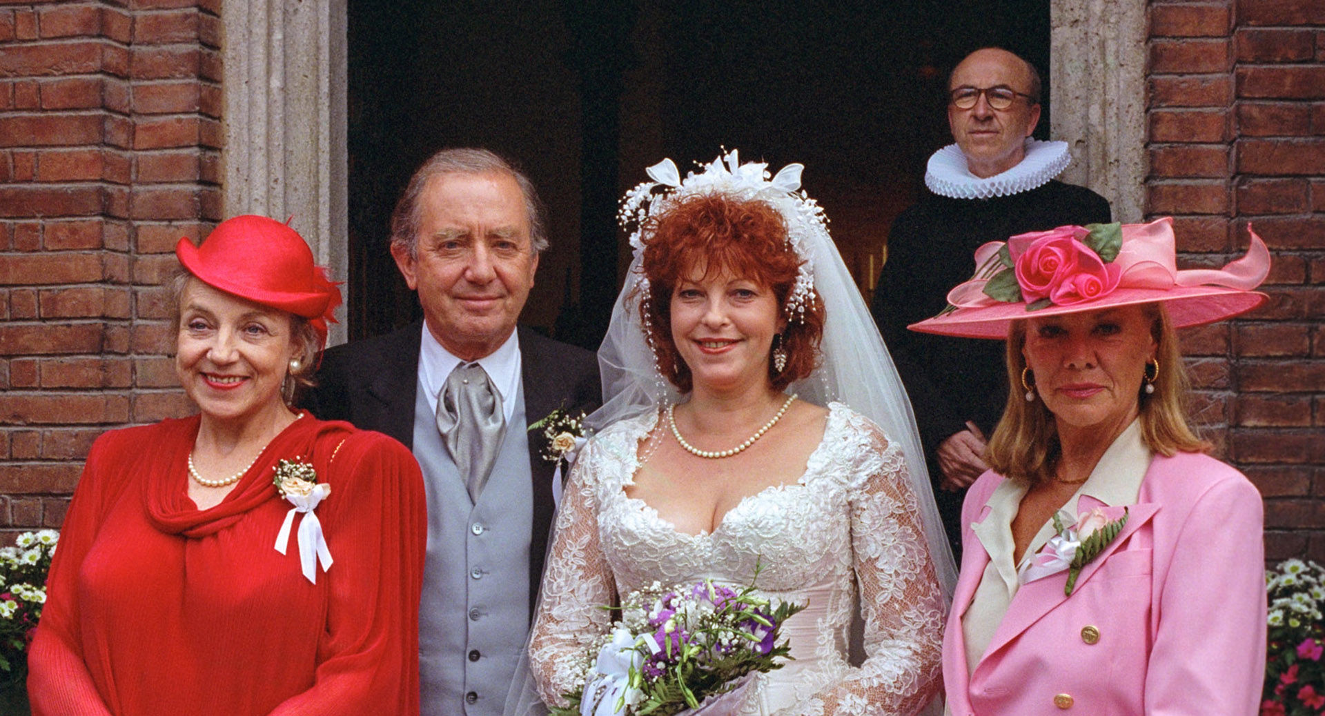 Monika John (Hennys Mutter), Hans Clarin (Hennys Vater), Elfi Eschke (Henny), Gert Burkard (Pfarrer), Ingrid van Bergen (Mutter des Bräutigams)