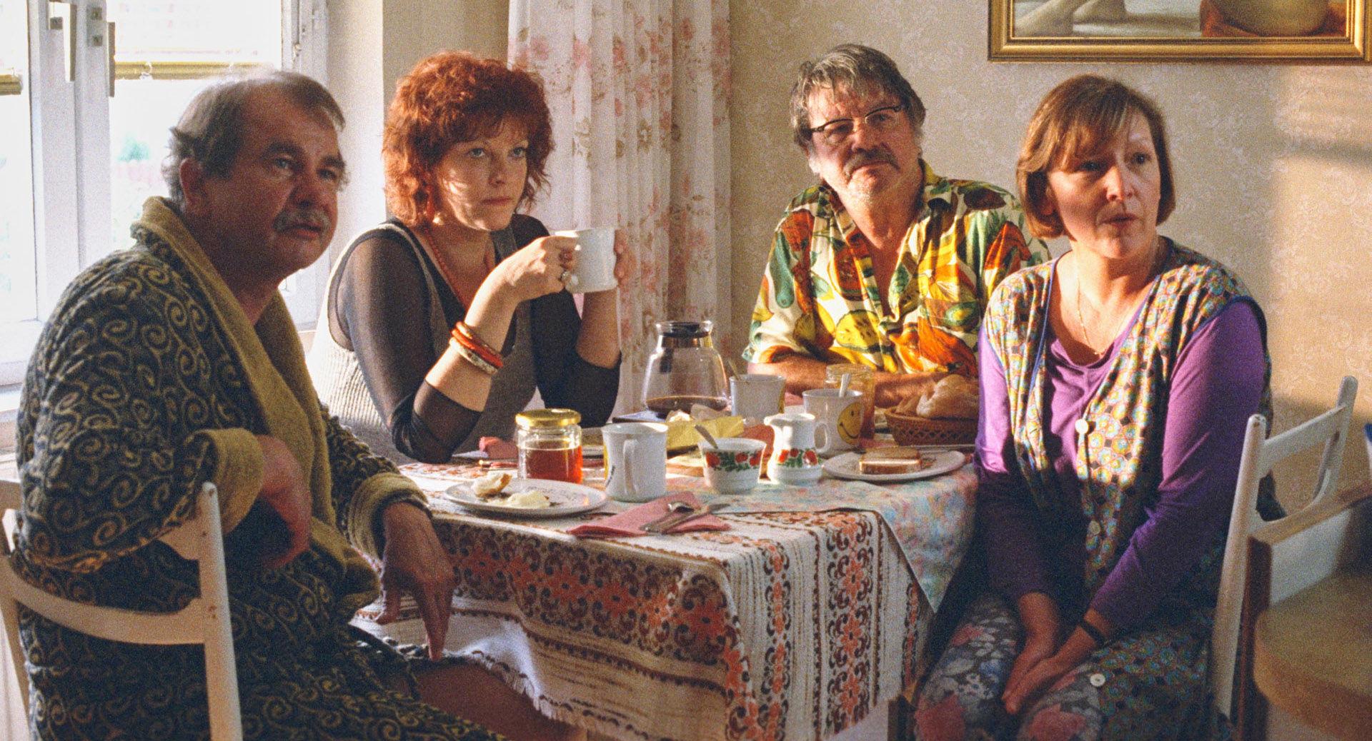 Ernst Konarek (Sigis Vater), Elfi Eschke (Henny), Heinz Petters (Sigis Opa), Kitty Speiser (Sigis Mutter)