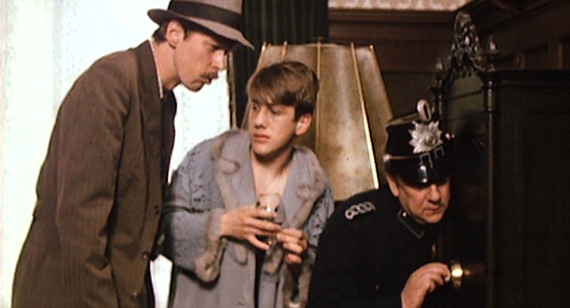 Gottfried Vollmer (Harry), Christoph Waltz (Ede), Heinz Diesing (Polizist)