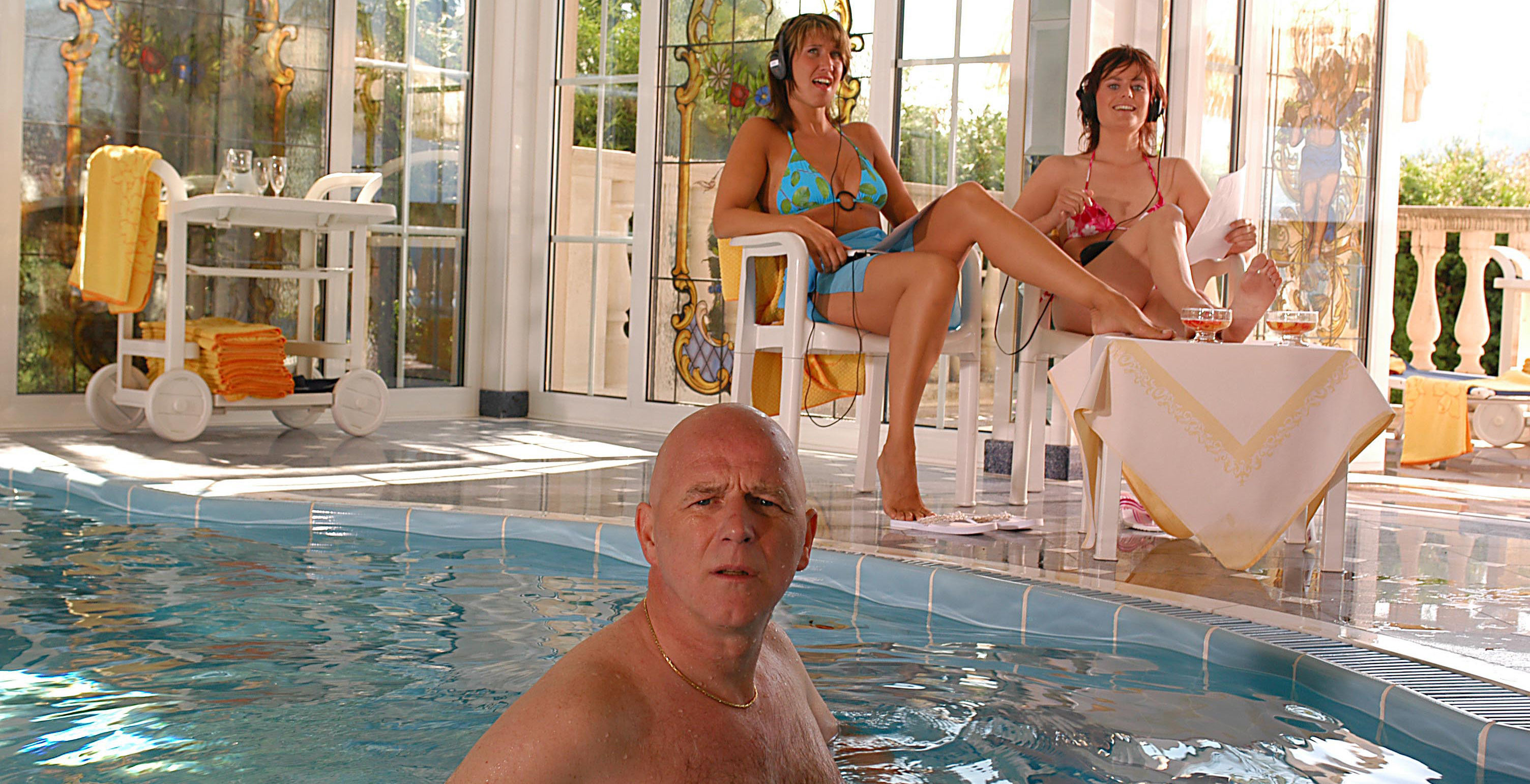 Ralph Schuster (Alexander Goebel), Suzie (Ina Nadine Wagler), Vanessa (Nina Blum)