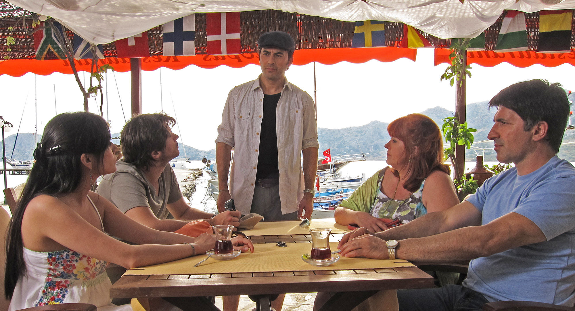 Pinar Erincin (die türkische Braut), Philip Leenders (James Horrowitz), Mike Galeli (Haktan),  Elfi Eschke (Sarah Horrowitz), Haydar Zorlu (Seyfi Ülbül)