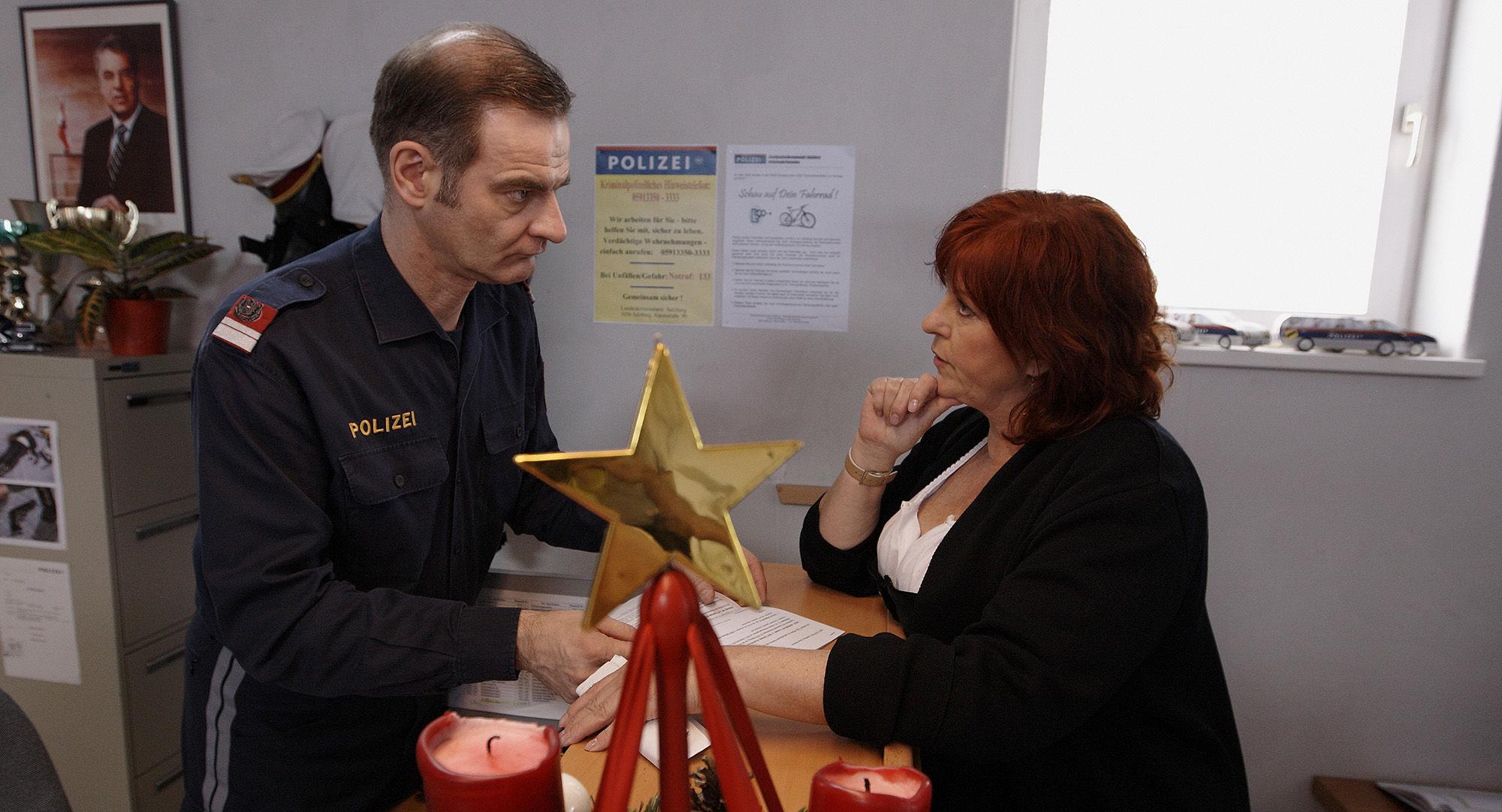 Heinrich Schafmeister (Udo Maulhart), Elfi Eschke (Sarah Horrowitz)