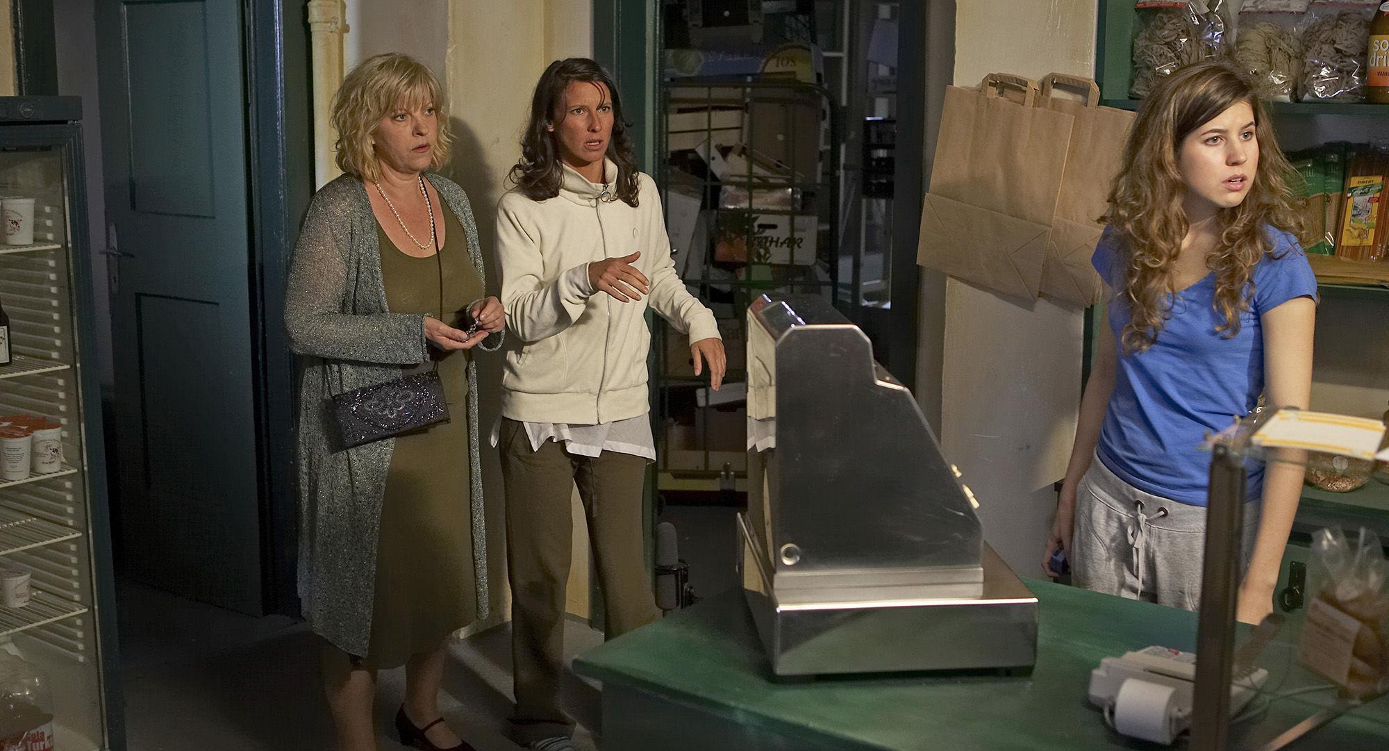 Elfi Eschke (Sarah Horrowitz), Maria Köstlinger (Anna Schnabel), Nora Heschl (Judith Schnabel)