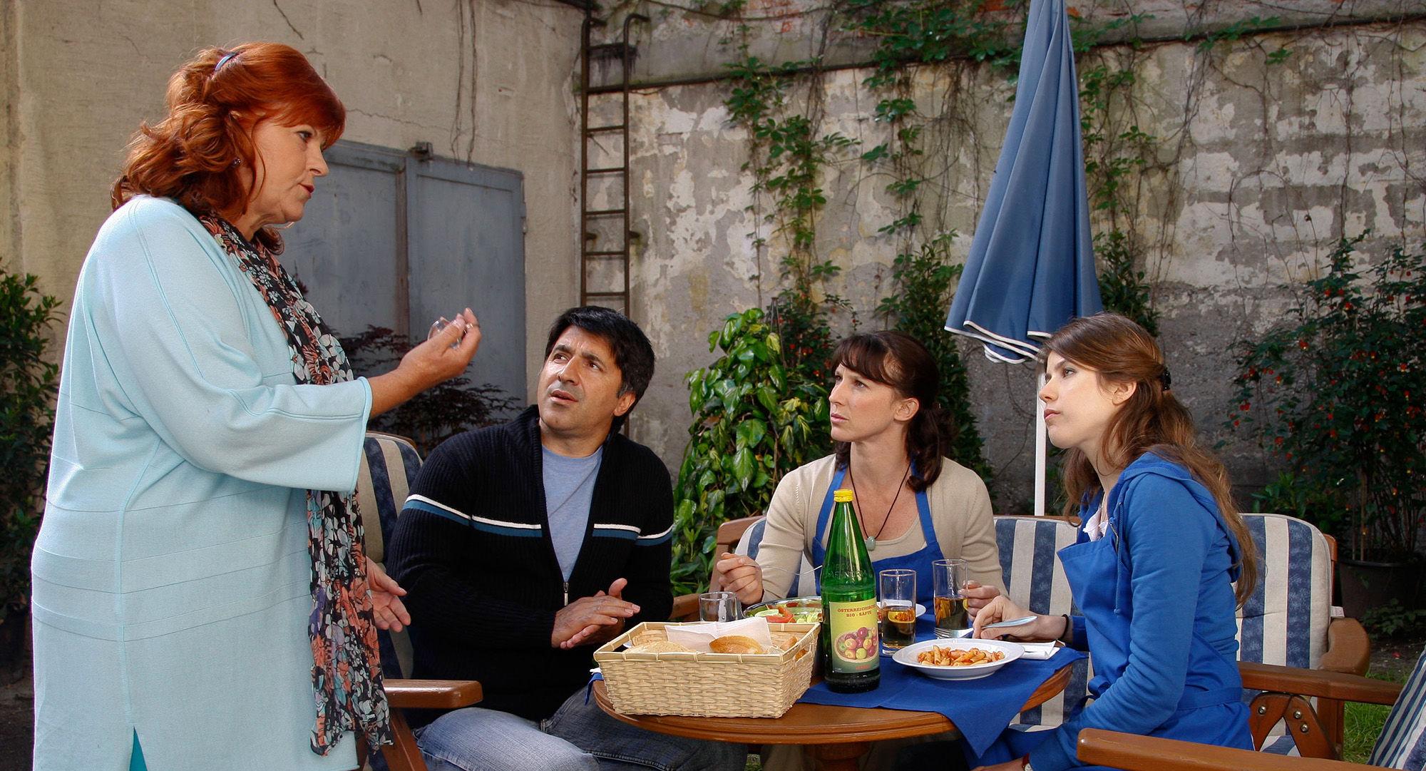 Elfi Eschke (Sarah Horrowitz), Haydar Zorlu (Seyfi Ülbül), Maria Köstlinger (Anna Schnabel), Nora Heschl (Judith Schnabel)