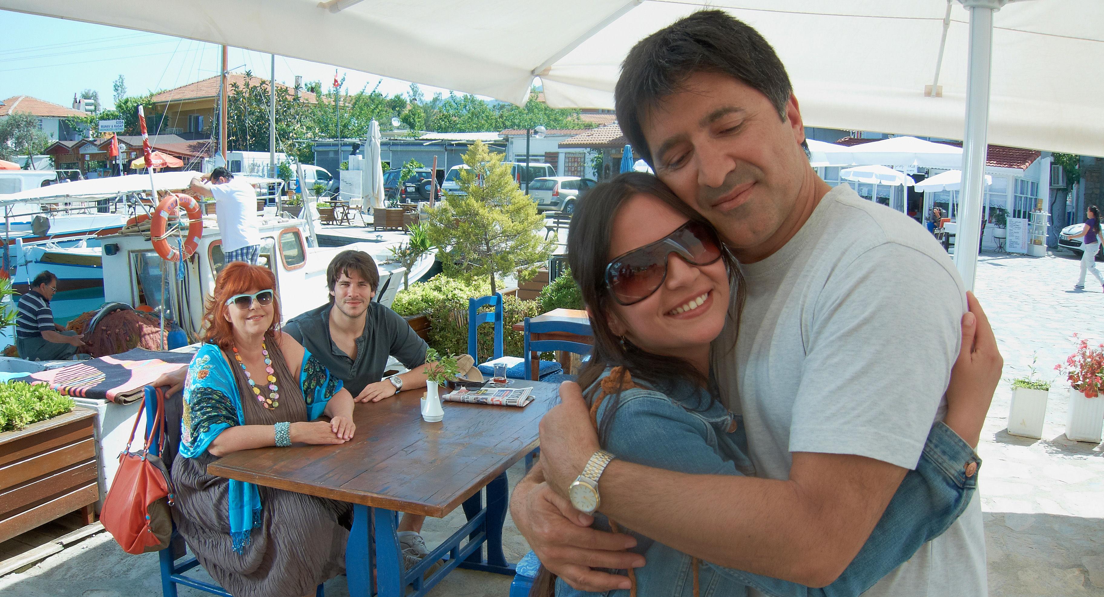 Elfi Eschke (Sarah Horrowitz), Philip Leenders (James Horrowitz), Pinar Erincin (die türkische Braut), Haydar Zorlu (Seyfi Ülbül)