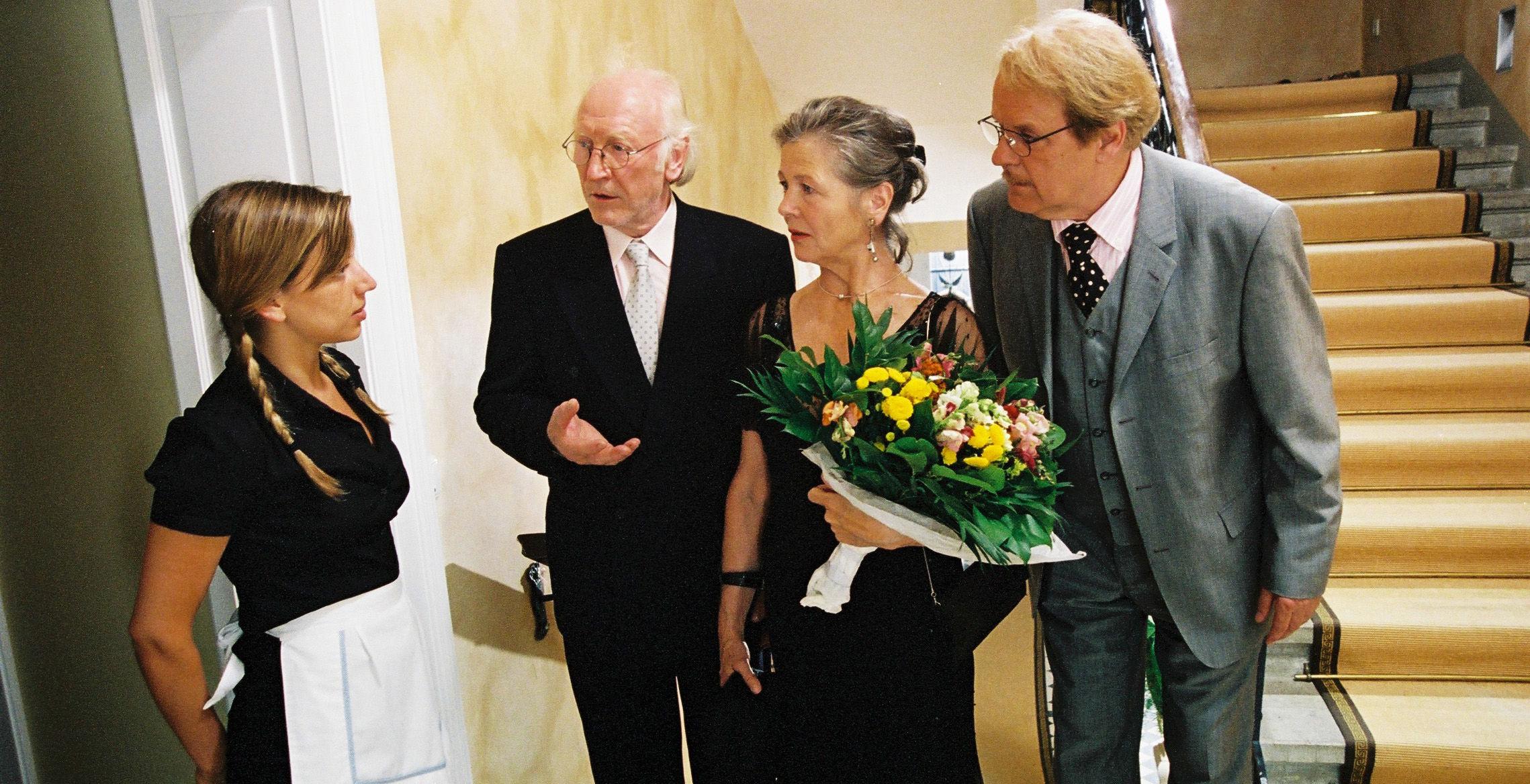 Haushaltshilfe (Martina Schwab), Paul (Karl Merkatz), Sandra (Helma Gautier), Albert (Peter Fricke)