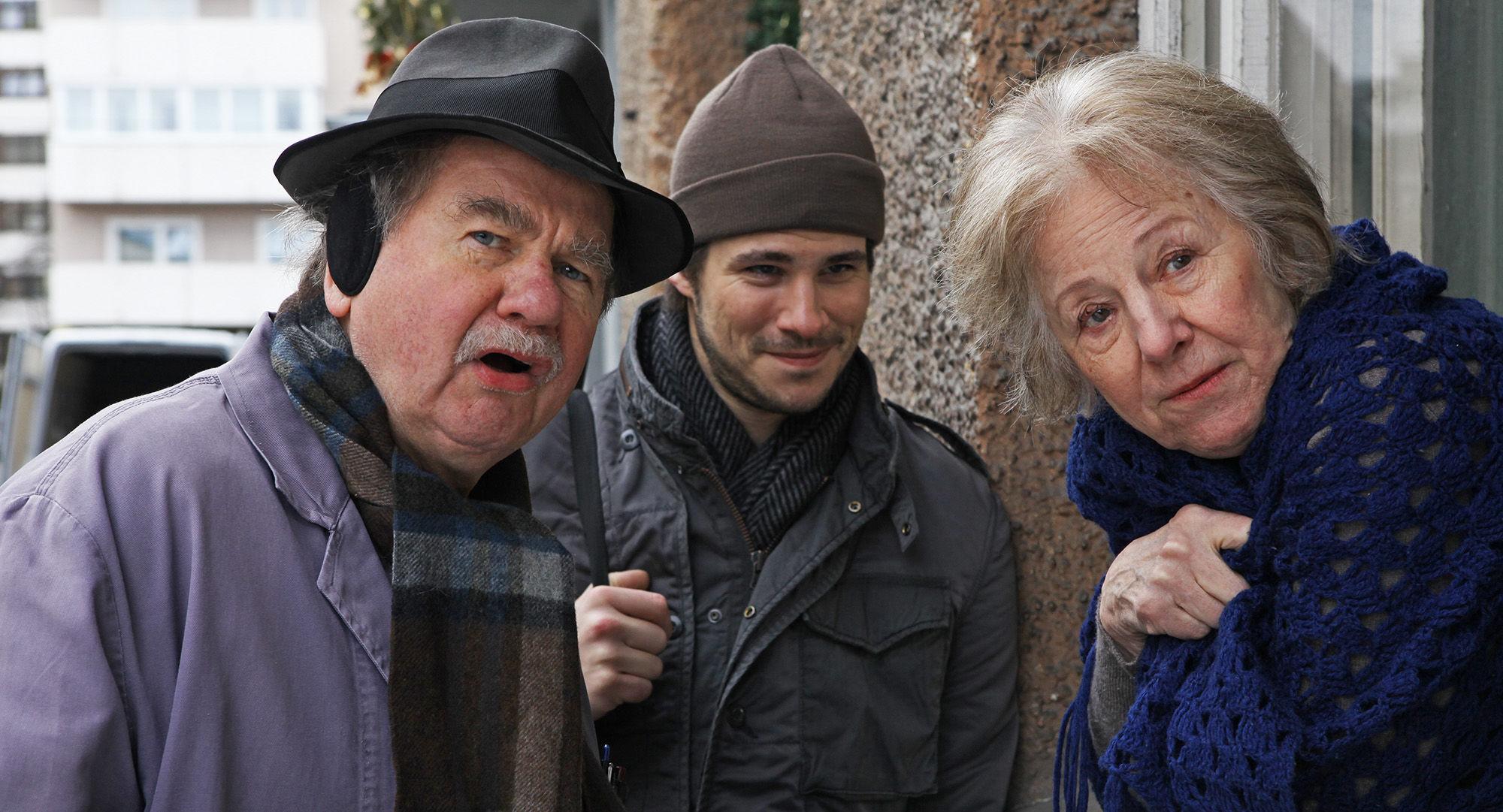 Ernst Konarek (Hausmeister Otto Schratt), Philip Leenders (James Horrowitz), Bibiana Zeller (Hilde Horrowitz)